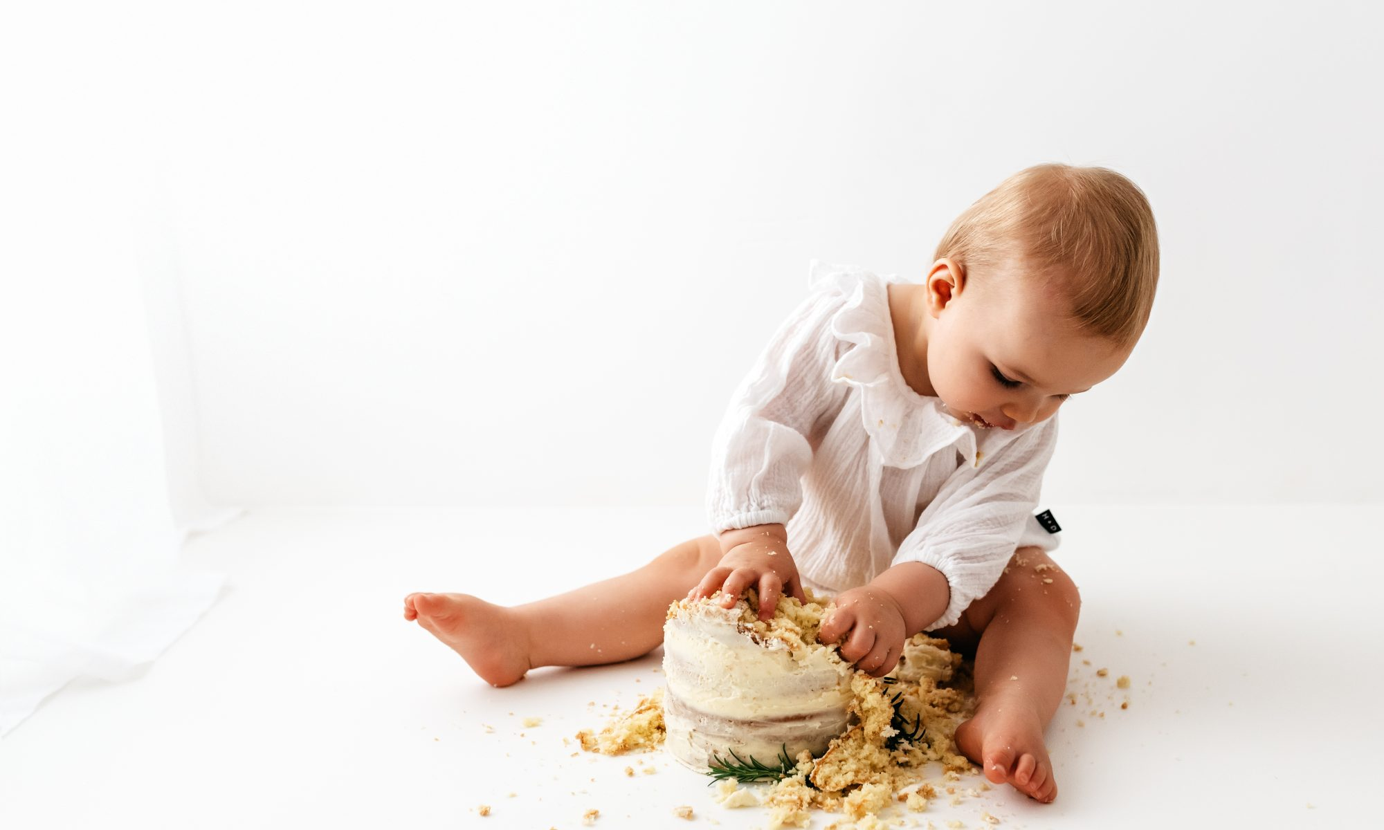 Sussex cake smash photographer Beth Moore